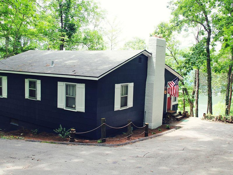 Cozy Lakehouse with Breathtaking Views of Lake Cumberland, holiday rental in Somerset