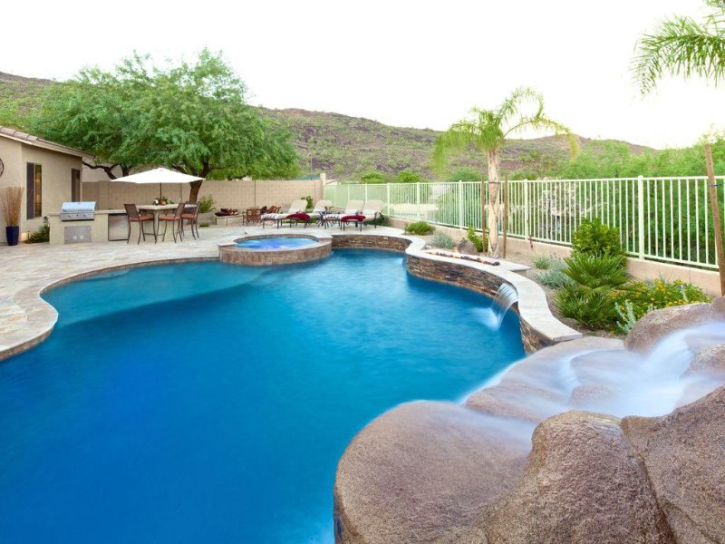Relaxing 4 Bedroom Vacation Get-Away with Private Pool and Spa, vacation rental in Cave Creek