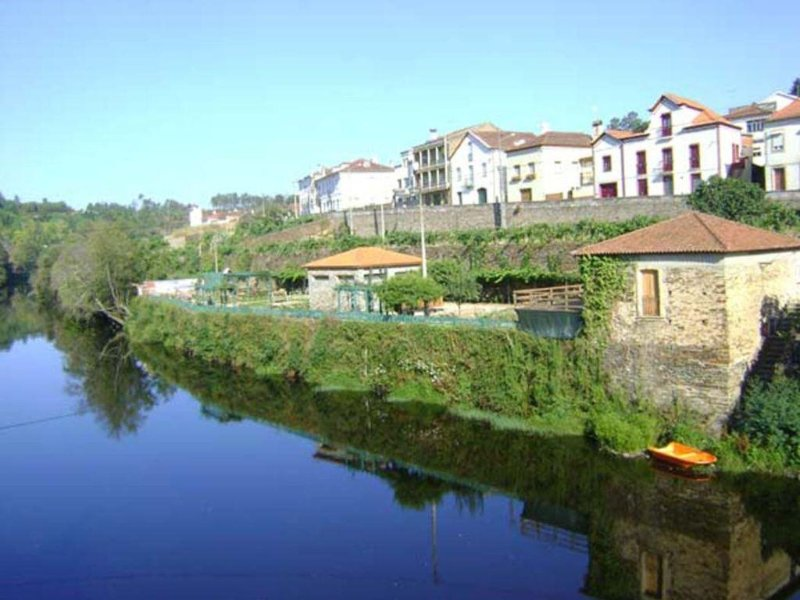 Coja Holiday Cottage, Lovely Views, River Beach 200ms, Sleeps 6kms, location de vacances à Santa Comba Dao