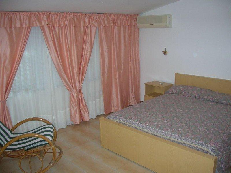 ideale le vacanze, ambienti climatizzati  confort - mare vicino, holiday rental in Montelepre