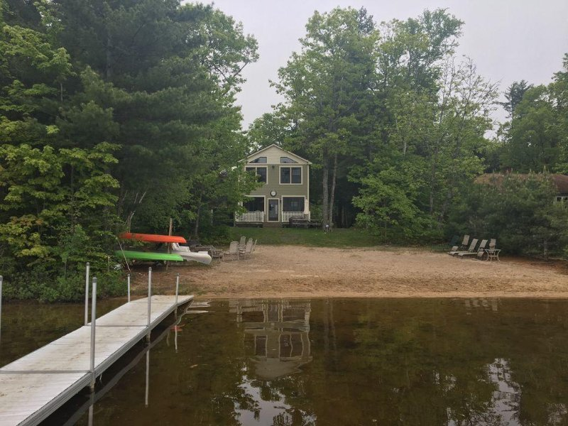 6 Bdrm Little Sebago Lakefront Home - Sandy Beach, Amazing Sunsets, New kitchen!, vacation rental in Raymond