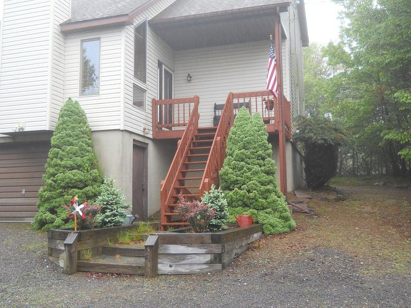 Cozy Pocono Vacation Home (HOT TUB) – semesterbostad i Albrightsville