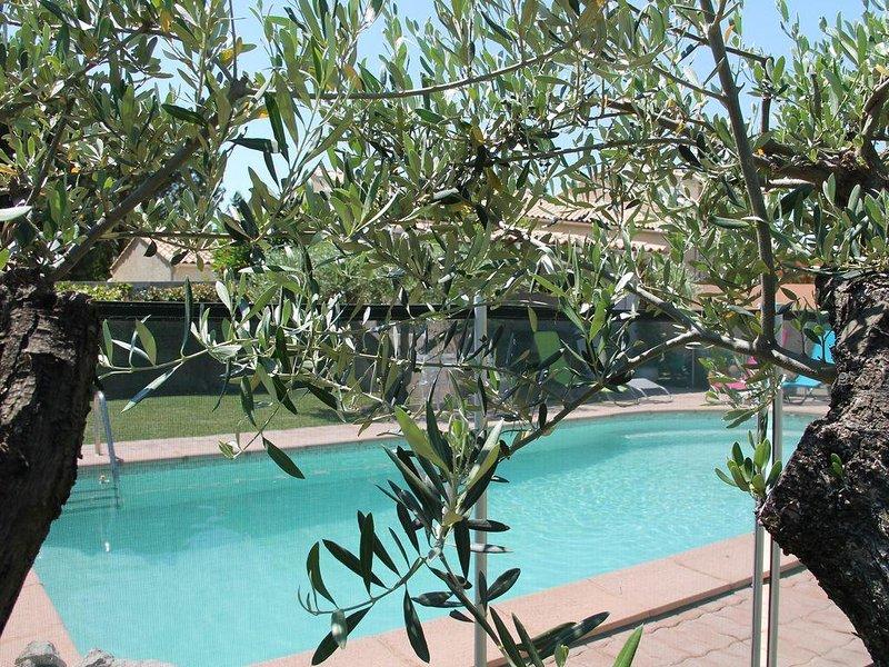 Villa piscine en vaunage entre mer et Cevennes 30km, très calme ., location de vacances à Caveirac