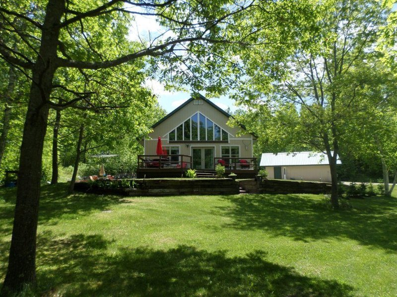 Private lake year round home 2 acres 200 ft shore 5 mil from Itasca State Park, location de vacances à Shevlin