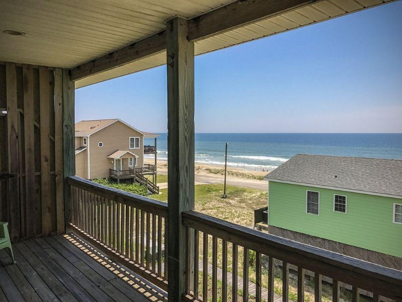 There's a little bit of a New England feeling in this oh-so-southern home!, holiday rental in North Topsail Beach