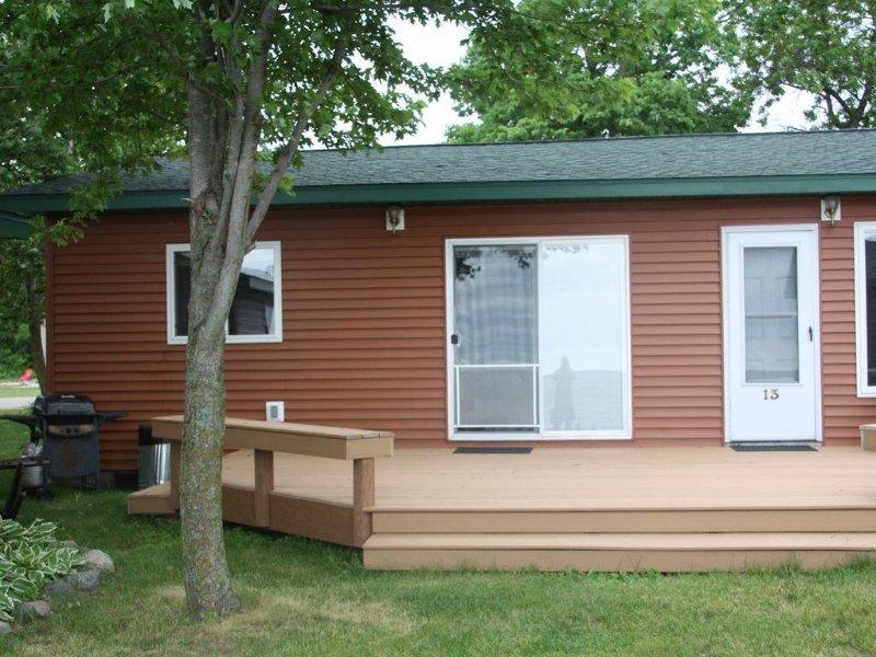 2-Bedroom Cabin On Otter Tail Lake - (Cabin #14) (1/2 Of Duplex), alquiler de vacaciones en Battle Lake