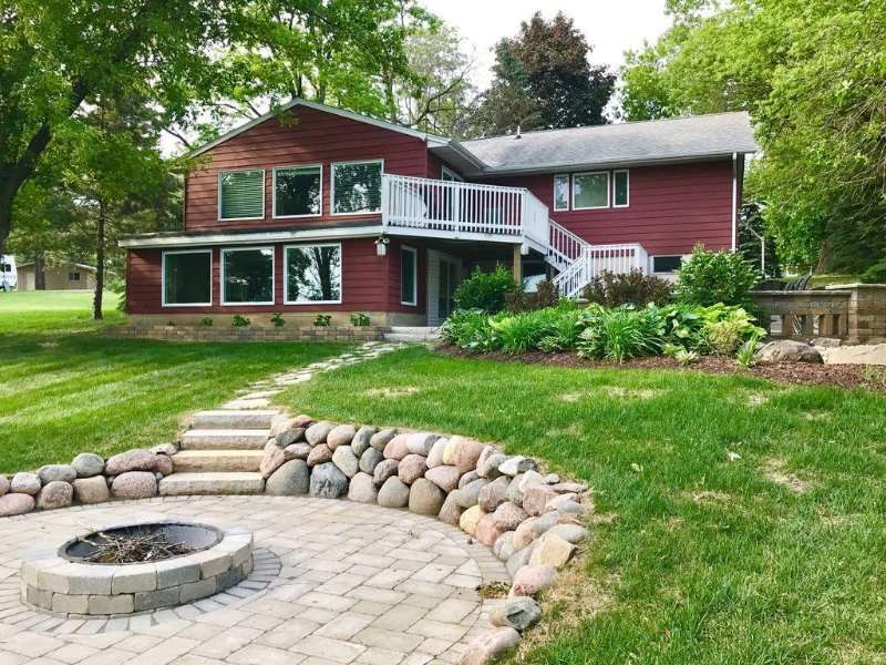Wisconsin Retreat! Spacious Updated Home on Relaxing Lake Tichigan, alquiler vacacional en Rochester
