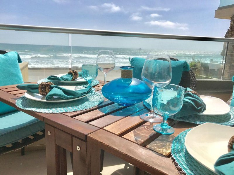 Last minute SALE Modern Oceanfront Villa, Beachfront Patio, casa vacanza a Oceanside