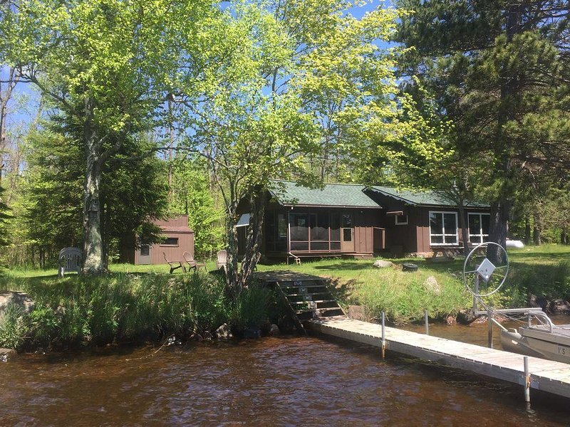 Northwoods Cabin On Teal Lake (Pontoon Boat Available), holiday rental in Clam Lake