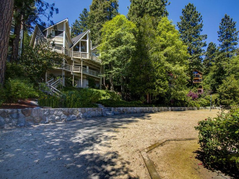 Our Guests Say, 'BEST LAKE FRONT AND BEST LOCATION!!!' DIRECTLY ON THE LAKE!!!, vacation rental in Lake Arrowhead