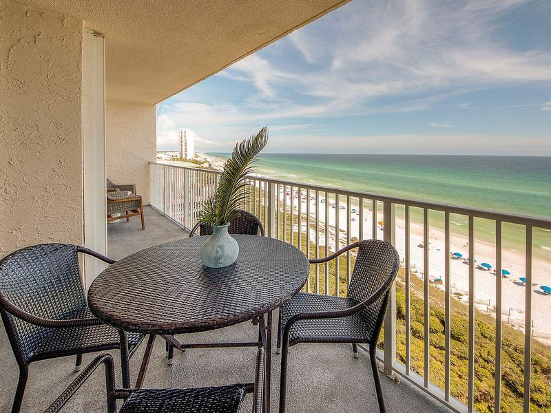 Totally Renovated Oceanfront Condo...Bikes and Beach Service included!, holiday rental in Santa Rosa Beach
