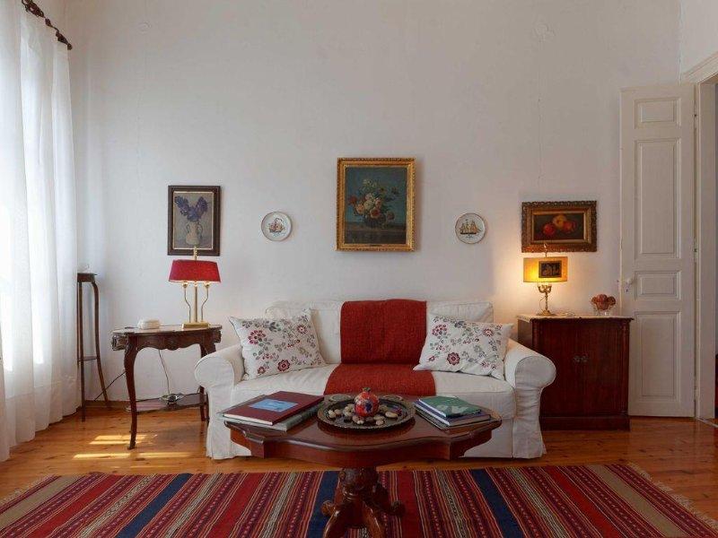Living Room (also alternative bedroom)