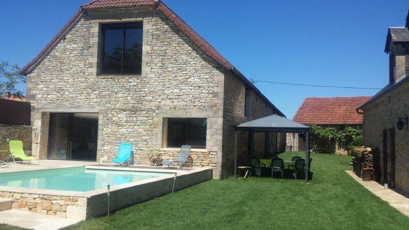 Belle et grande maison de famille. Calme, sérénité, rando, découverte Périgord, holiday rental in Chartrier-Ferriere