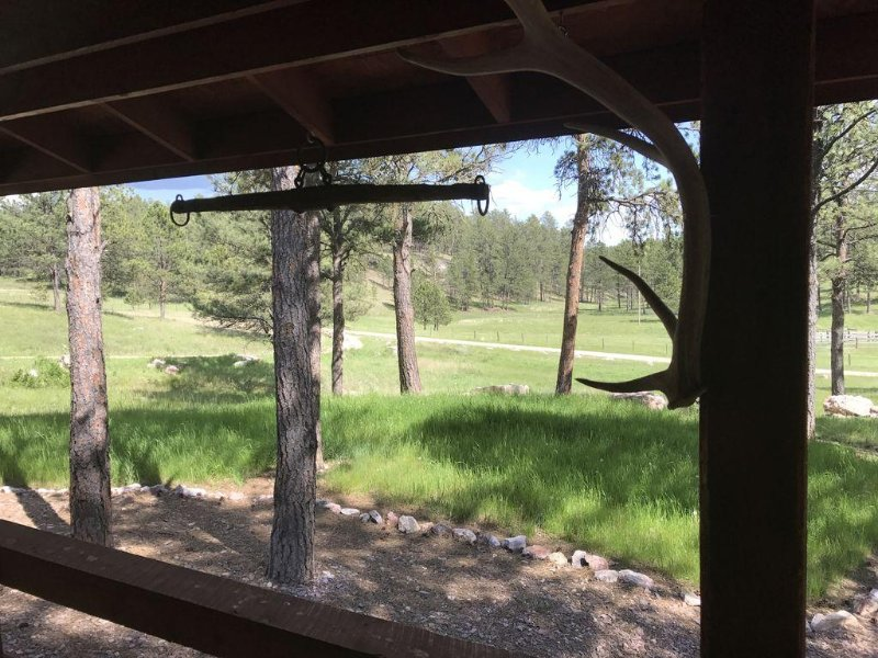 Phantom Poet Lodge-40+ Acres Southern Hills Hideaway Near Jewel Cave and Custer, casa vacanza a Custer