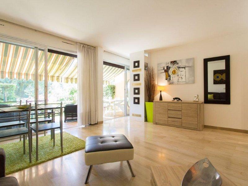 CANNES Grand studio dans une résidence de standing, casa vacanza a Le Cannet