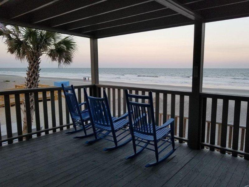 Ocnfrnt. So Very Close to the Water's Edge! Best Beach Access!, location de vacances à Garden City Beach