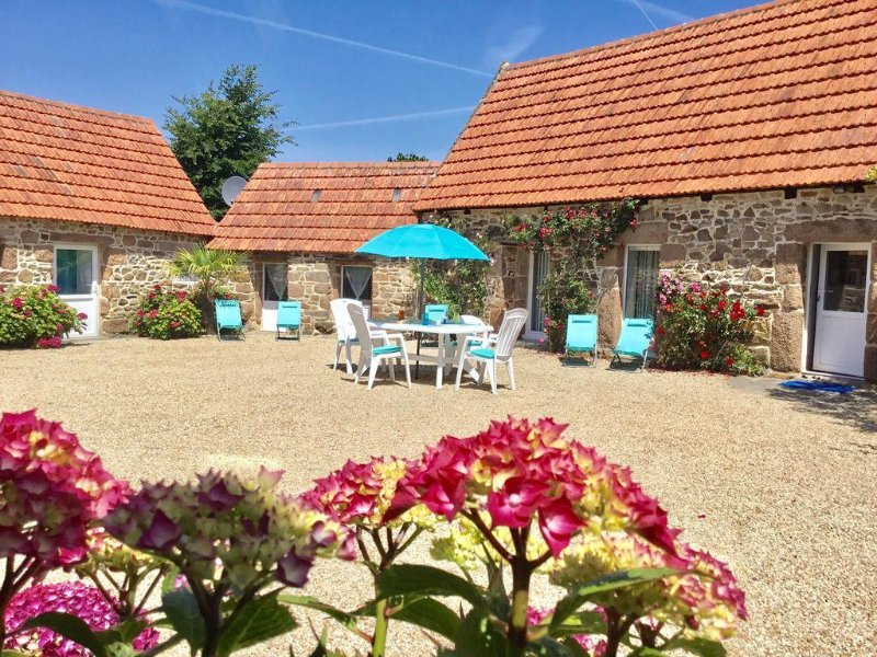 Perros- Guirec,authentique maison bretonne rénovée, à 700m de la plage,4 pers ., holiday rental in Cotes-d'Armor