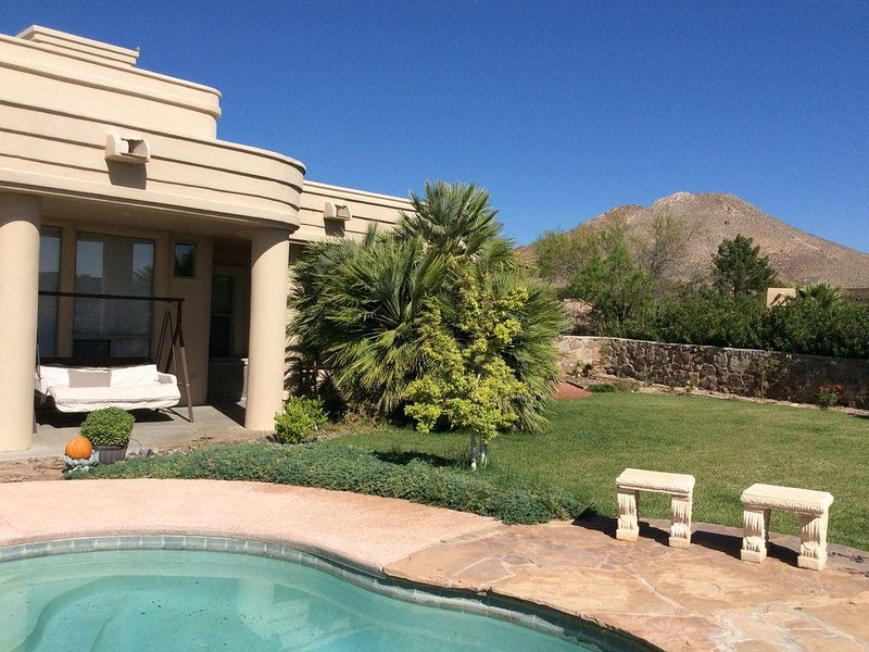 Inground Pool w/ Spectacular Mountain Views in a gated community., casa vacanza a Las Cruces