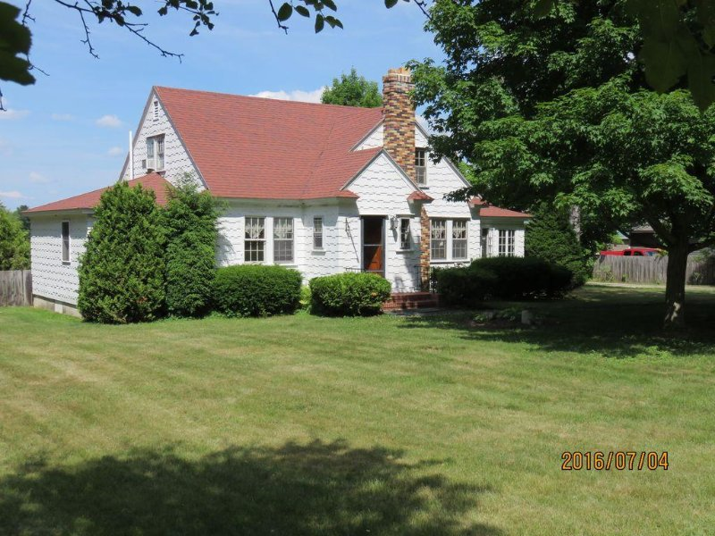 Your Family Escape in the Heart of Fryeburg, ME! 3 Bdrm, 2.5 Bath Vintage Home, alquiler vacacional en Brownfield