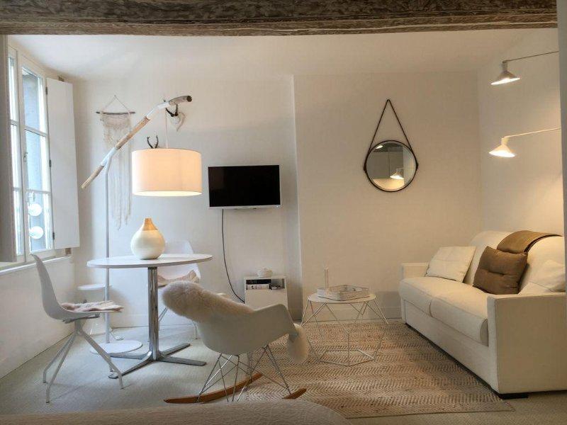 Charmant Studio, emplacement de rêve, holiday rental in Honfleur