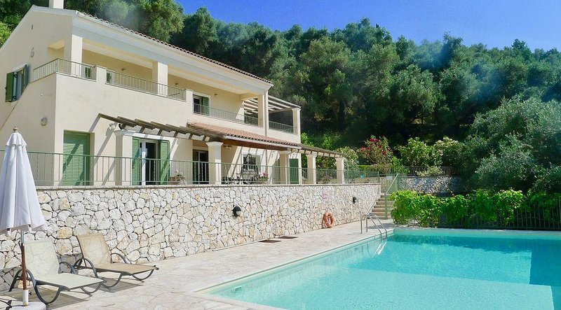 Stunning Hillside Villa, Private Pool And Amazing Sea Views with WIFI, holiday rental in Agios Stefanos