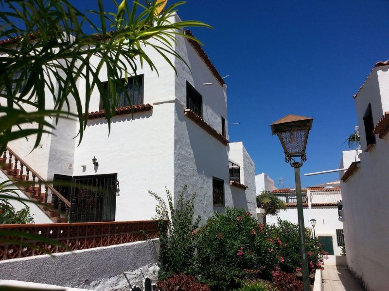 Tenerife Sud - Duplex  idéal pour couple - Solarium avec vue sur le Teide - wifi, holiday rental in Costa del Silencio