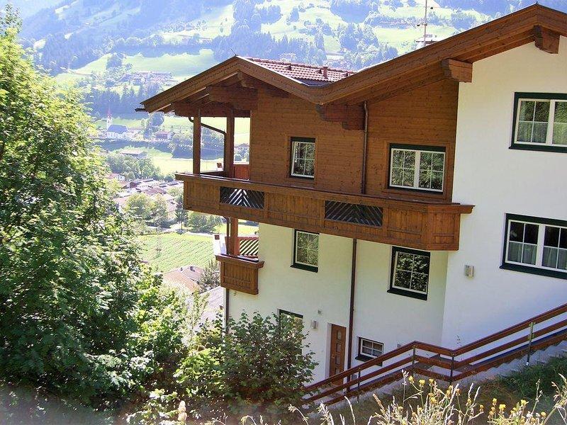 Gepflegtes, ruhiges und sonniges Appartement mit überwältigendem Panoramablick, holiday rental in Hainzenberg