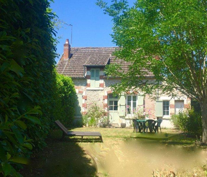 La Petite Maison des Amoureux à 1H30 de PARIS  au calme.      11km de Sancerre., vacation rental in Pouilly sur Loire