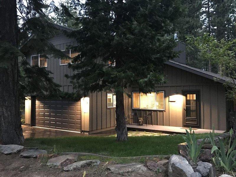 Pvt Hot Tub-Gorgeous Home-Perfect Location-as low as $199, location de vacances à South Lake Tahoe