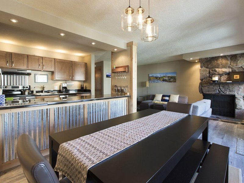 2BR/2BA Newly Renovated Condo - Central Location to Ski Resorts and Town!, vacation rental in Frisco