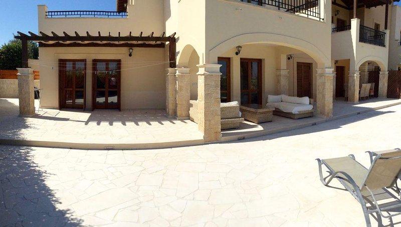 Ground Floor Garden Apartment On Leisure Complex, vacation rental in Kouklia