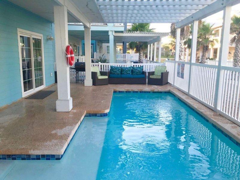 Island O'Aces ~ Private Pool & close by Beach Access!, alquiler de vacaciones en Port Aransas