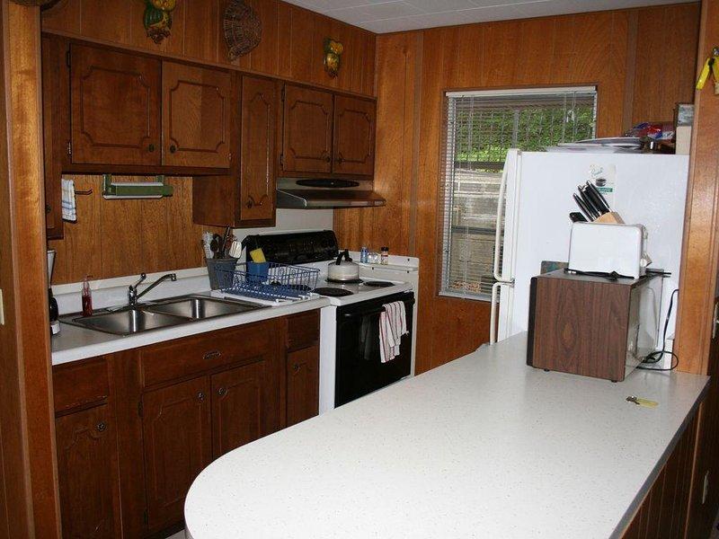2 Bedroom 1 Bath Cozy Cottage, holiday rental in Fontana Dam