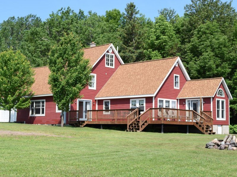 Houghton Canal Rocky Shore Retreat, holiday rental in Calumet