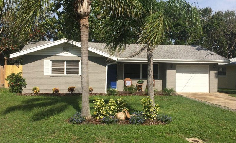 Newly Remodeled 3 Bedroom, 2.5 Bath house, Steps from Flagler Ave and Beach, vacation rental in New Smyrna Beach