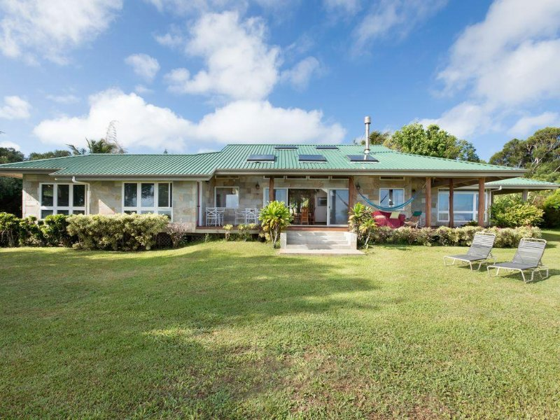 3 bedroom Custom Home on lush 10 acre private estate with sweeping ocean views, vacation rental in Hawi