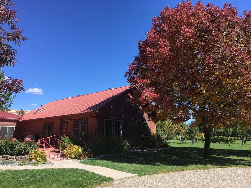 Relax at a Stunning 100-acre Riverfront Ranch W/Direct Access to Riverbend Park., vacation rental in Fruitvale