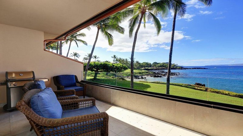 Fully Remodeled Ocean Front Condo - Starting * $540.00/night - Makena Surf F-202, aluguéis de temporada em Makena