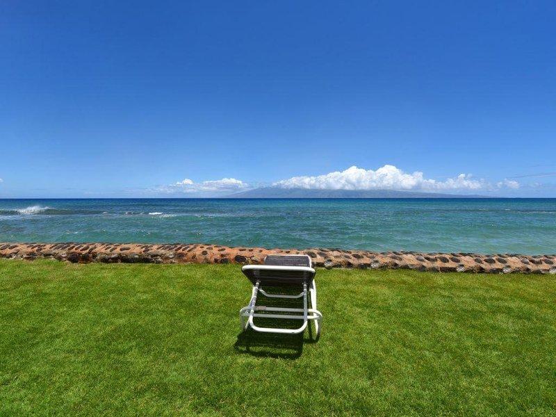 Vous pourriez être ici dans votre siège face à l'océan pour regarder les couchers de soleil et les dauphins.