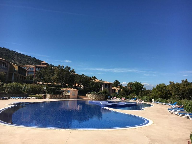 Apartment with stunning sea views and Gulf of St Tropez, holiday rental in Roquebrune-sur-Argens