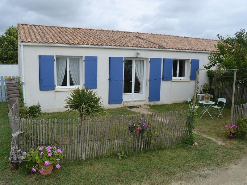 Air-conditioned new house, tastefully furnished, bright., location de vacances à Saint-Georges-d'Oléron
