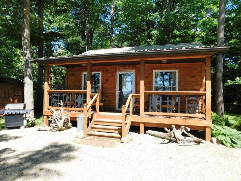 Beachfront on Lake Erie * Sunset Cottage, vacation rental in Brocton