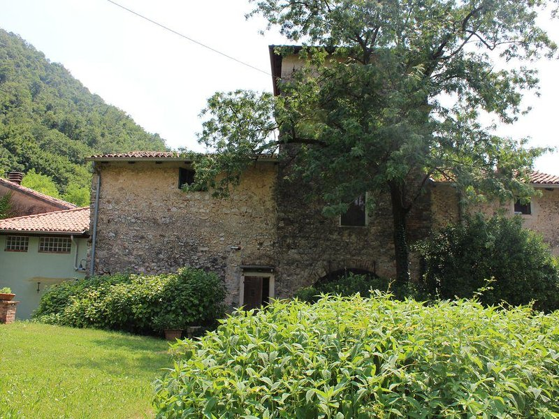 Casa su tre piani in corte medioevale a Verona, holiday rental in Verona