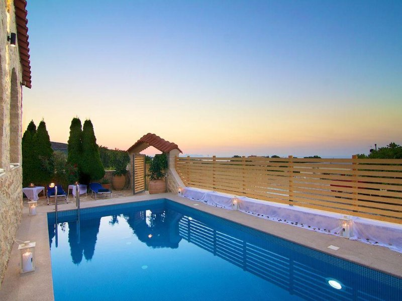 Elena Villa! Luxurious villa, walking distance to shops! Close to Rethymno!, holiday rental in Prasies