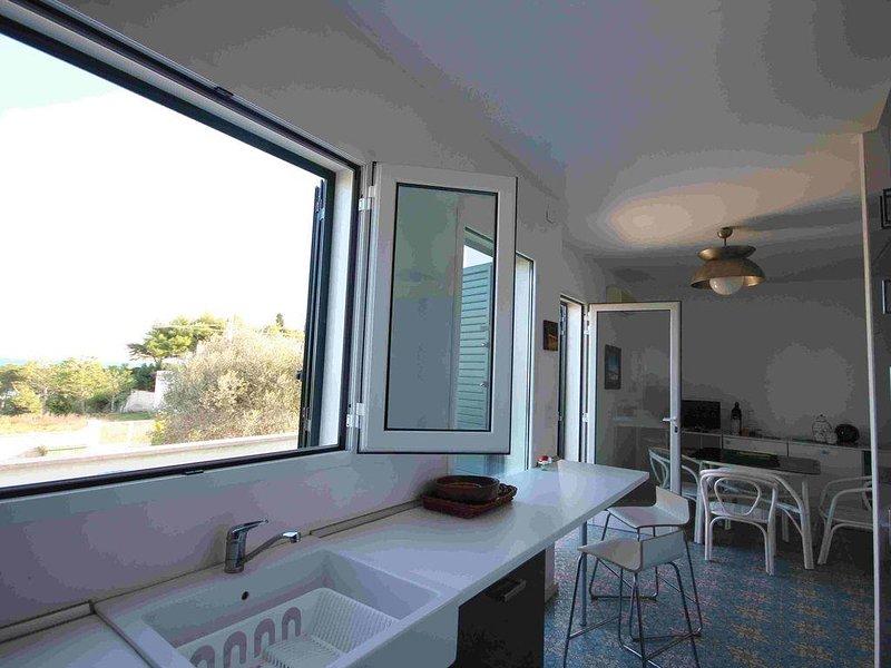 Casa Azzurra . Terrazza di fronte al mare, vacation rental in Melendugno