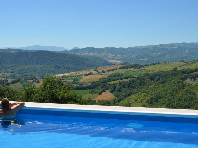A detached holiday hideaway for 2 with private 12m x 4m pool in a stunning area., alquiler vacacional en Casoli