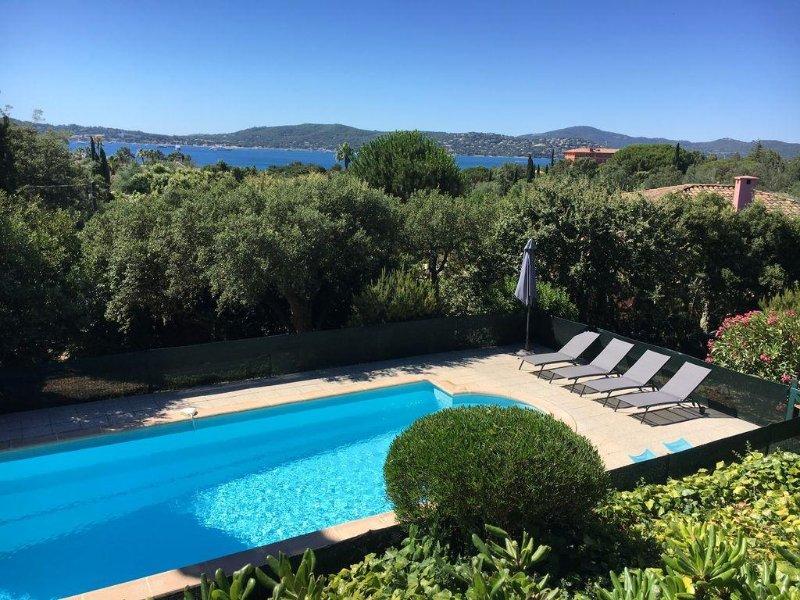 Grande villa belle vue golfe St Tropez avec Piscine .Ste Maxime-Beauvallon, casa vacanza a Grimaud