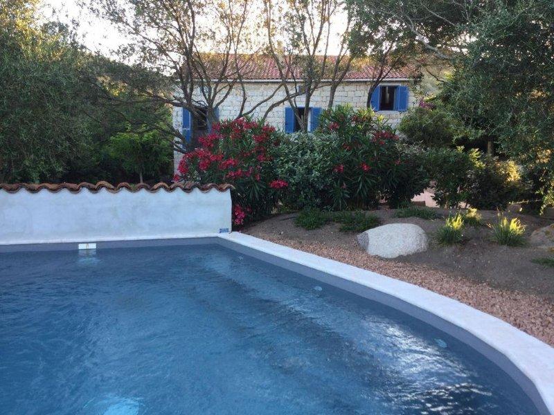 Très beau moulin avec piscine, bord de mer Figari, vacation rental in Figari