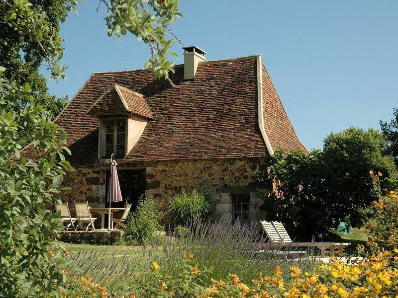 Ancienne grange rénovée avec piscine et jardin privatifs, vacation rental in Saint-Geyrac