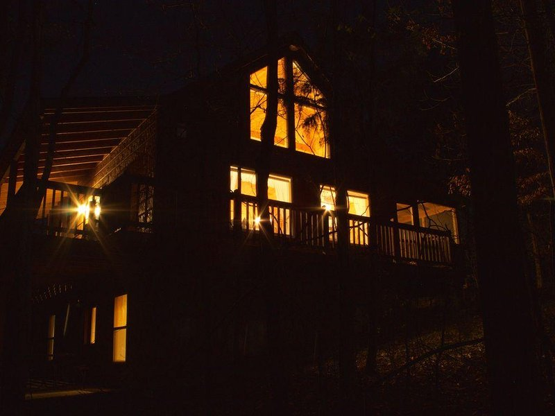 Gatlinburg/Pigeon Forge Area*Beautiful, Secluded,Luxury Cabin,Families,Couples*, holiday rental in Seymour